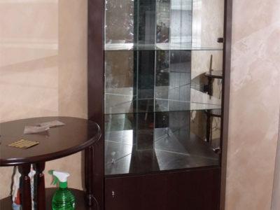 Шкафчик со стеклом