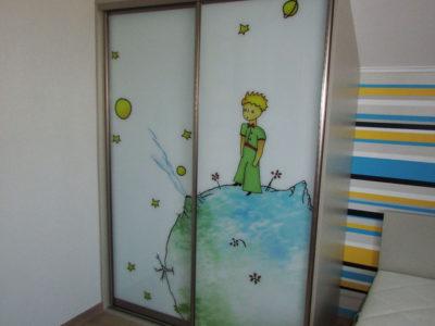 Шкаф с фотопечатью в комнате для мальчика