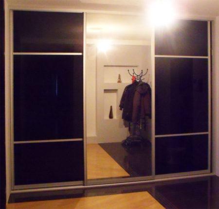 Шкаф-купе с зеркалом и лакобелем
