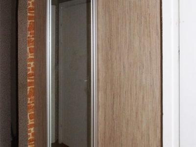 Гардеробная с зеркальной дверью