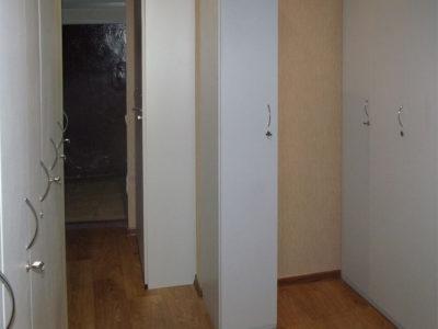Узкий шкафчик для раздевалки