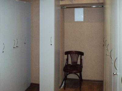 Шкафчики для гардероба в офисе