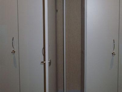 Офисный гардеробный шкаф