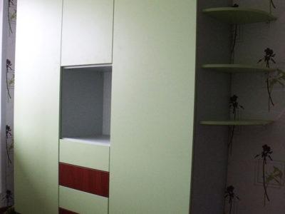 Распашной шкаф в детской